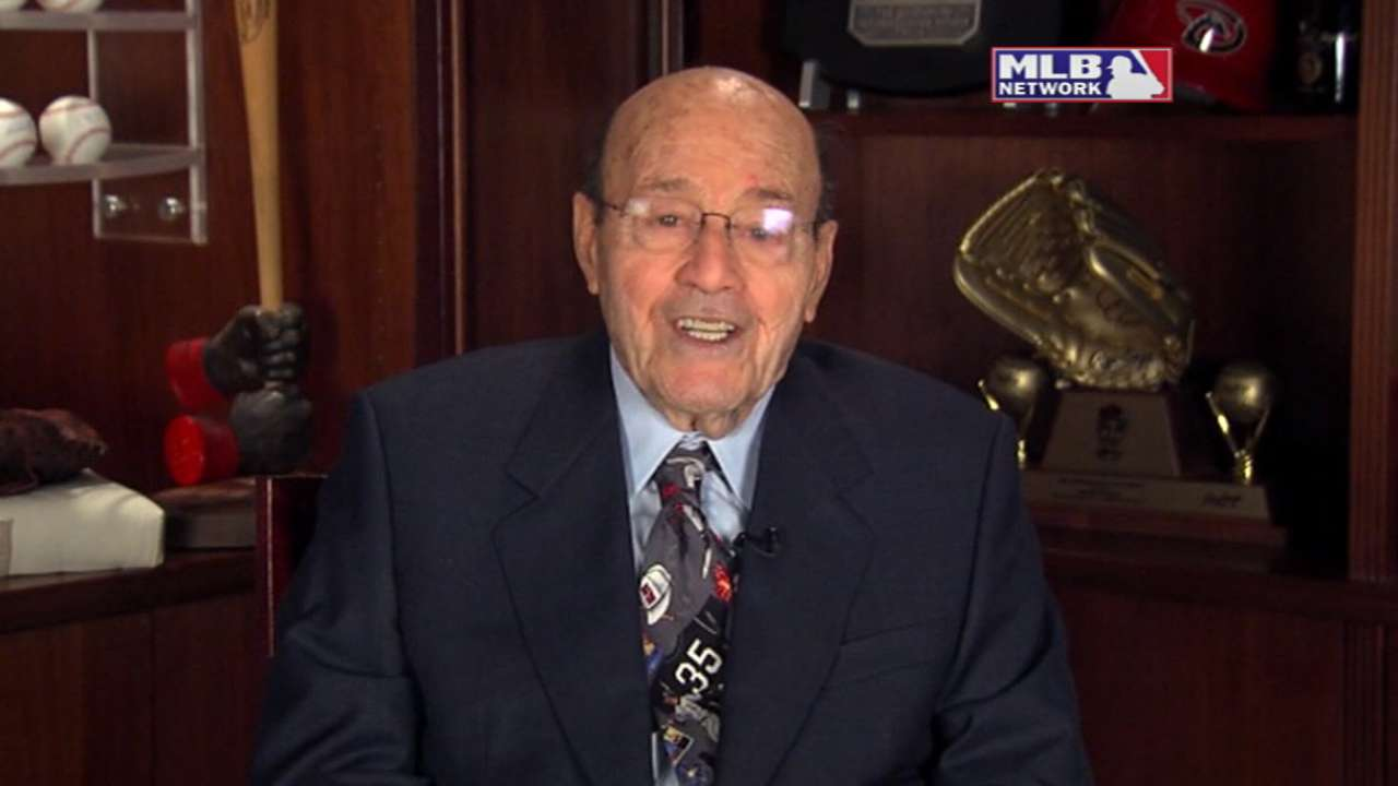 Garagiola praises O'Neil in accepting honor from Hall
