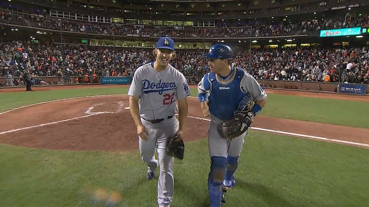 Kershaw's two-hitter puts Dodgers back in first