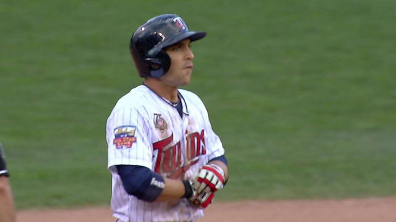 Fuld's two-run single vaults Twins over Sox