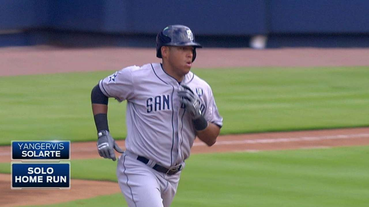 Versatile Solarte catching on quick with Padres