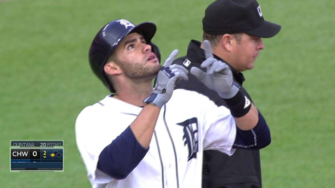 Tigers' mistakes fuel White Sox seventh-inning rally