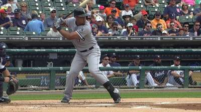 Abreu's hit streak reaches 20 with first-inning single