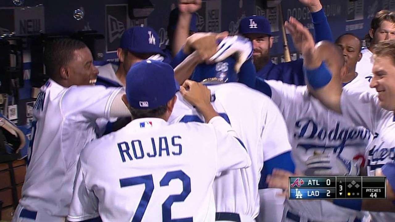 Con joya de Kershaw, Dodgers doblegan a Bravos