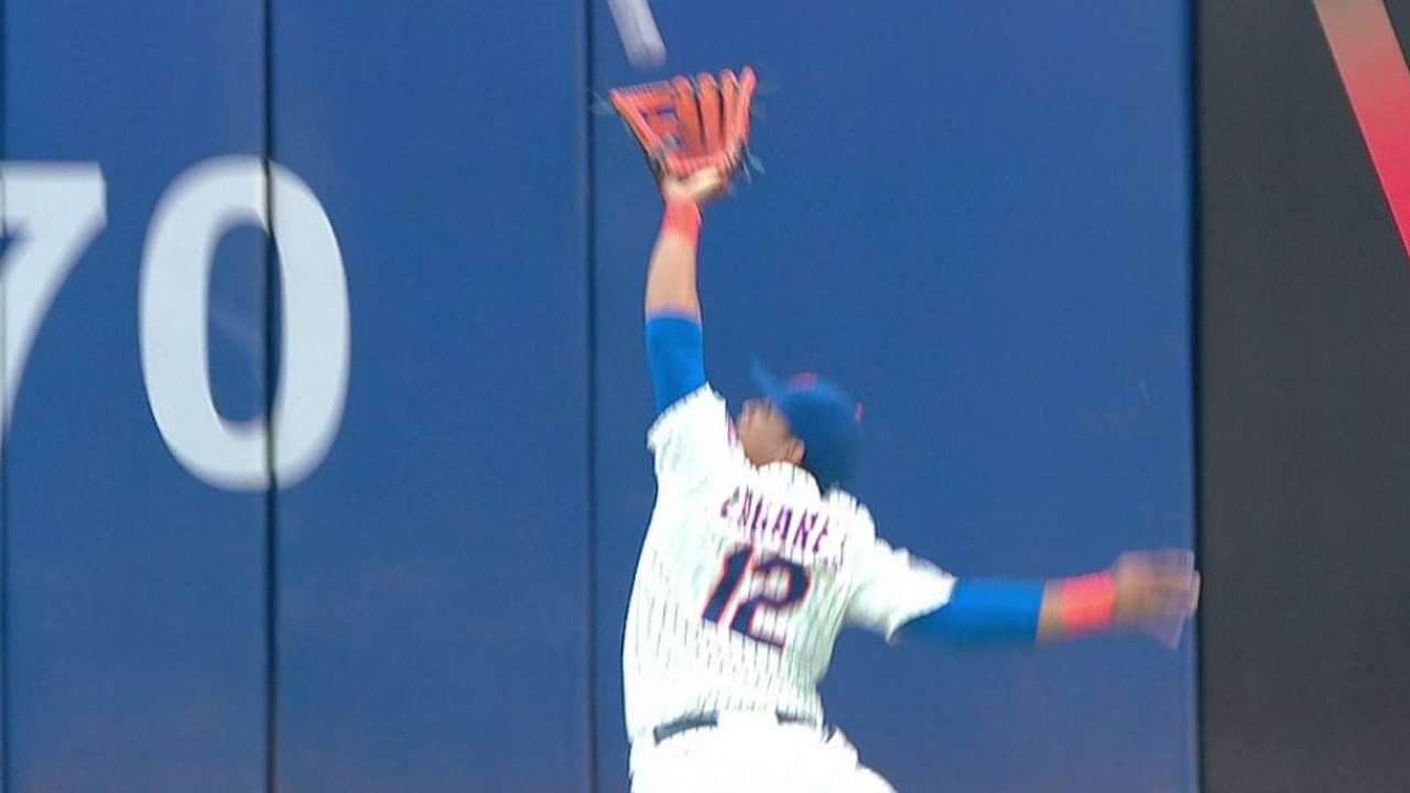 Lagares named finalist for Gold Glove Award