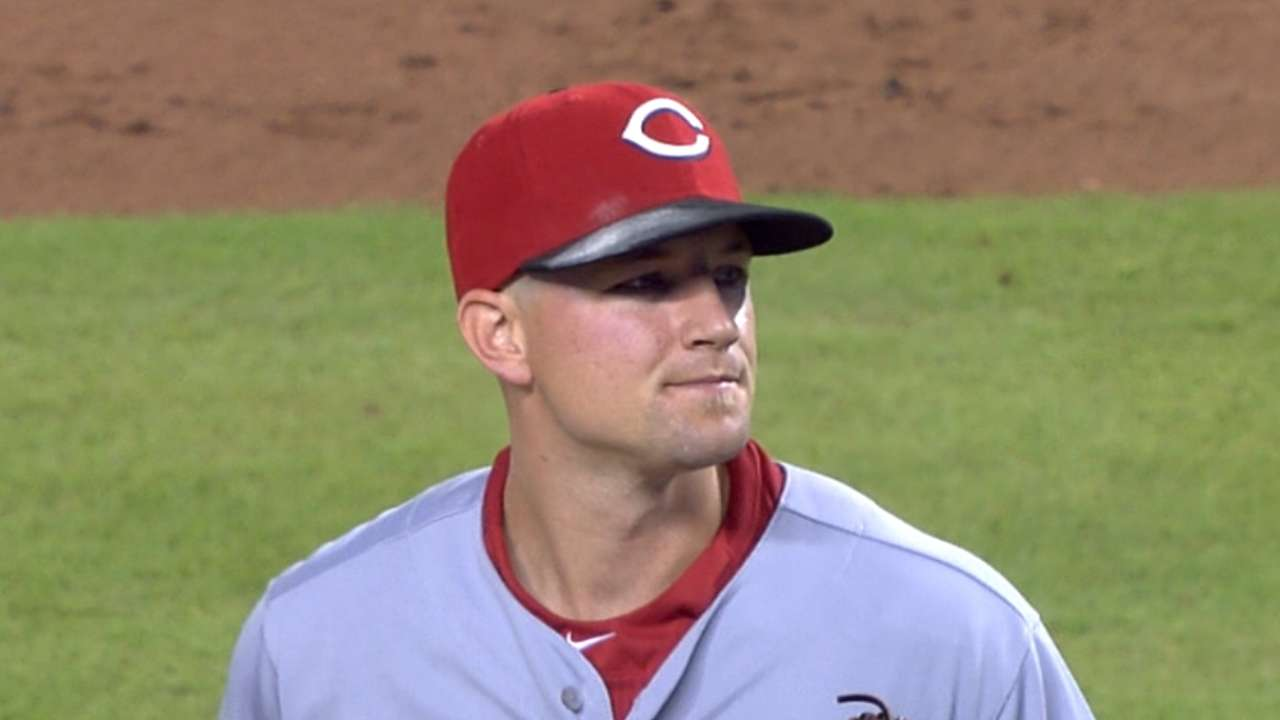 Reds ride Leake's arm, 15 hits to elusive series win