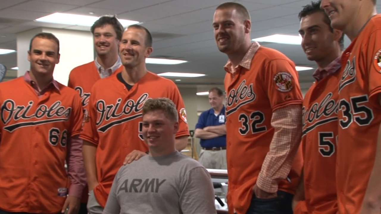 Visit with wounded veterans has big impact on O's