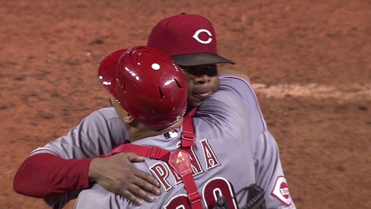 Cueto fires complete game vs. Tribe for 13th win
