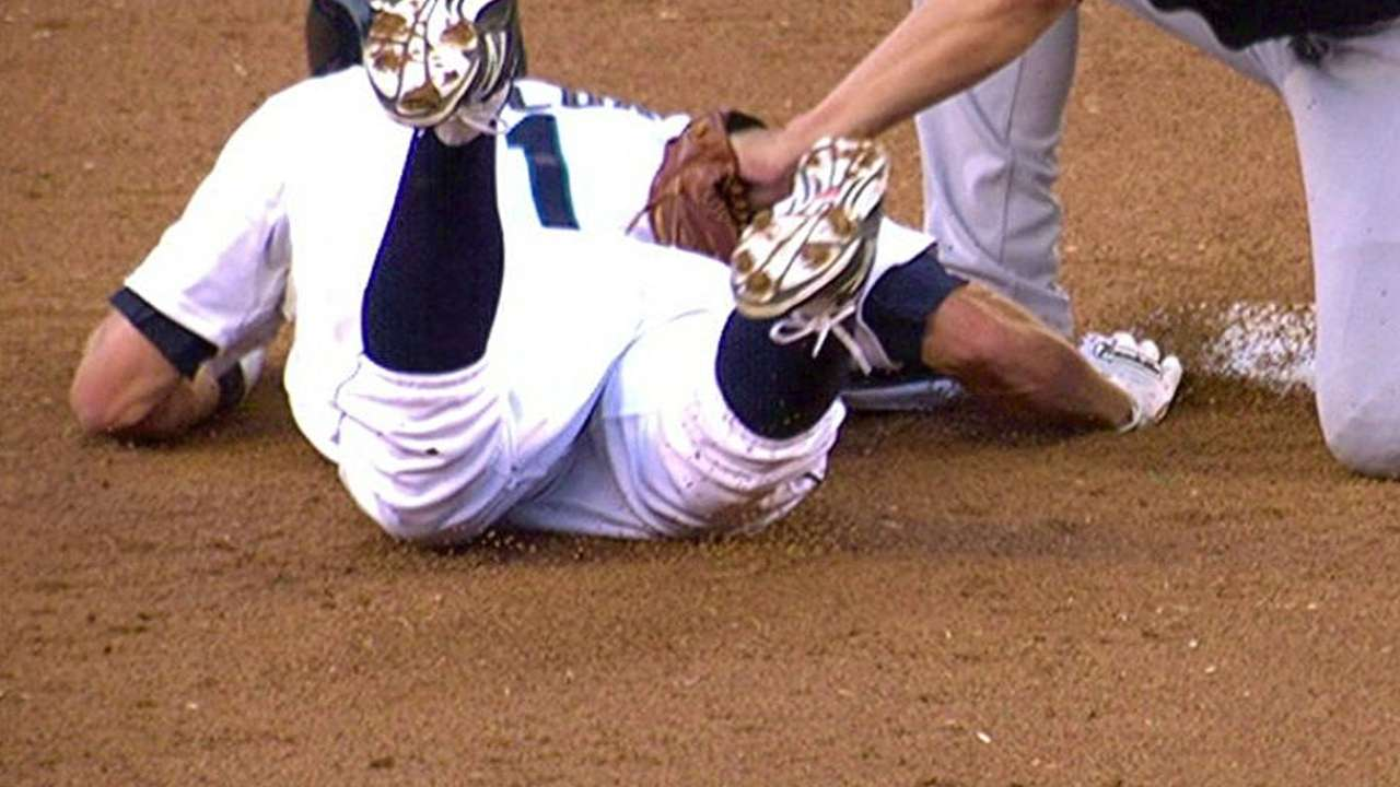 Braves lose challenge on attempted pickoff