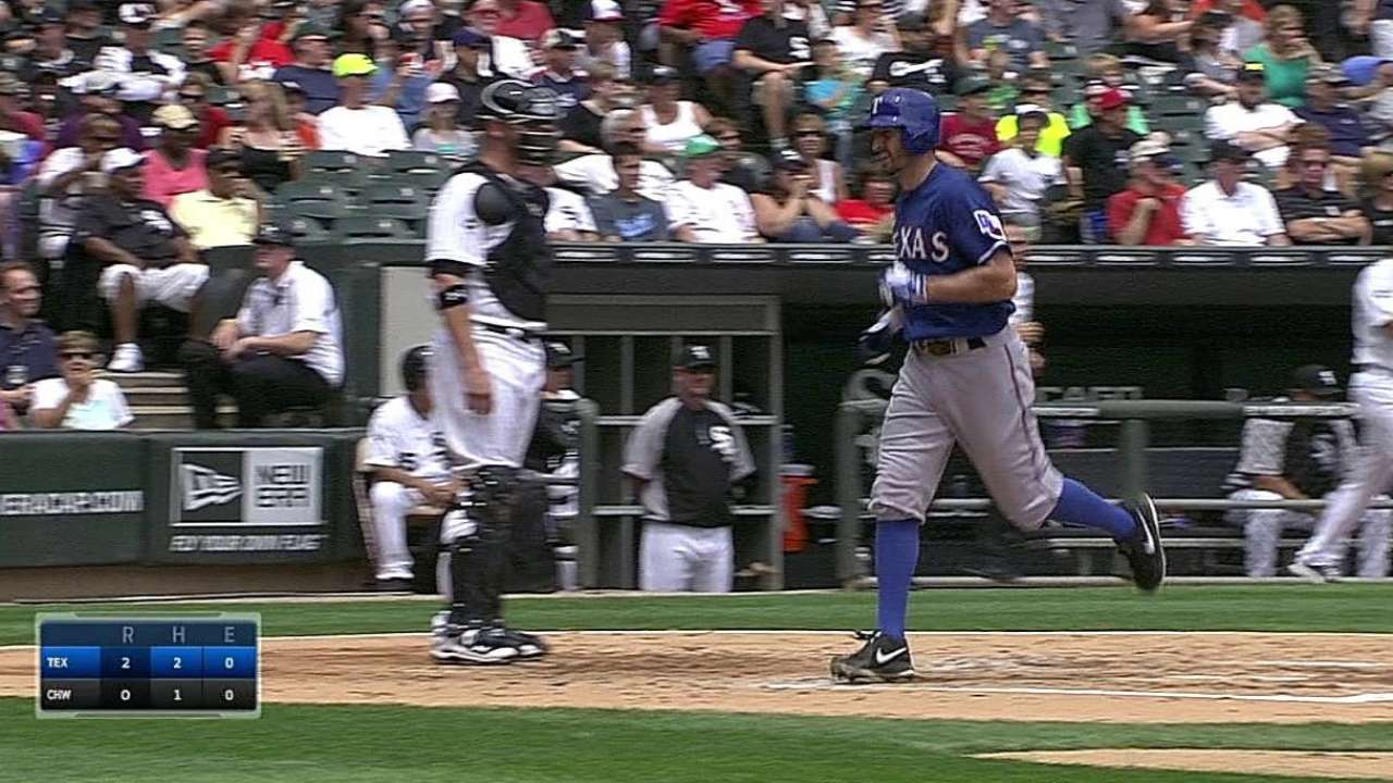 Rosales pega dos jonrones en triunfo de Rangers
