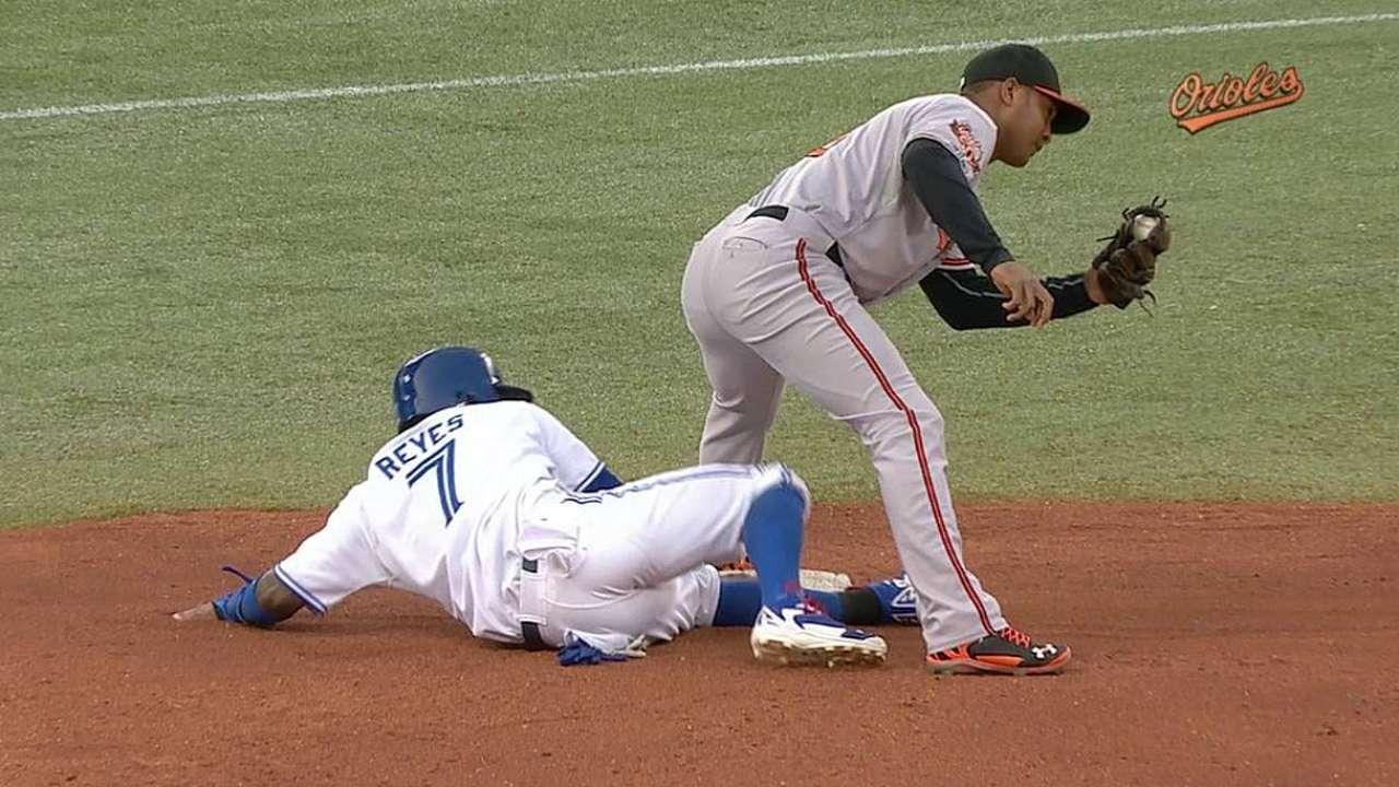 Reyes safe on steal as O's lose challenge