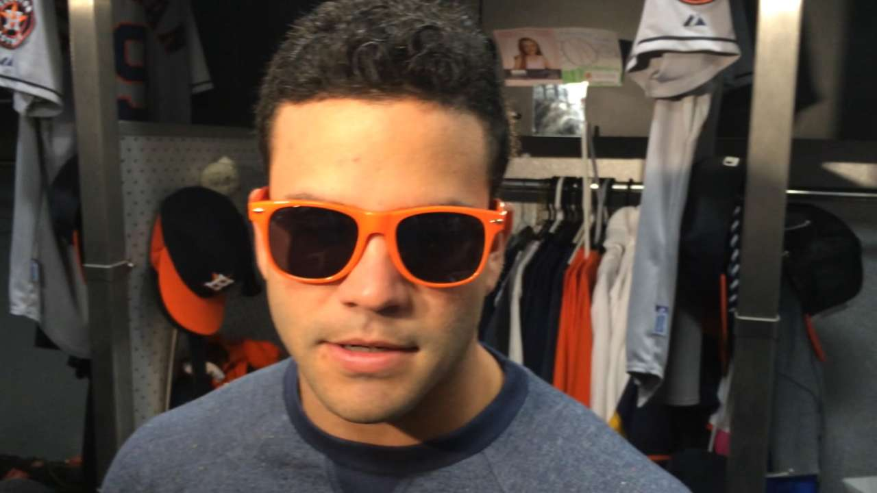 Altuve takes extra day to rest sore neck