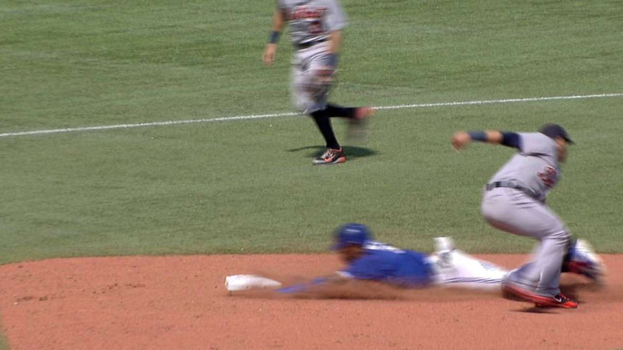 Reyes safe at second after Tigers' challenge in ninth