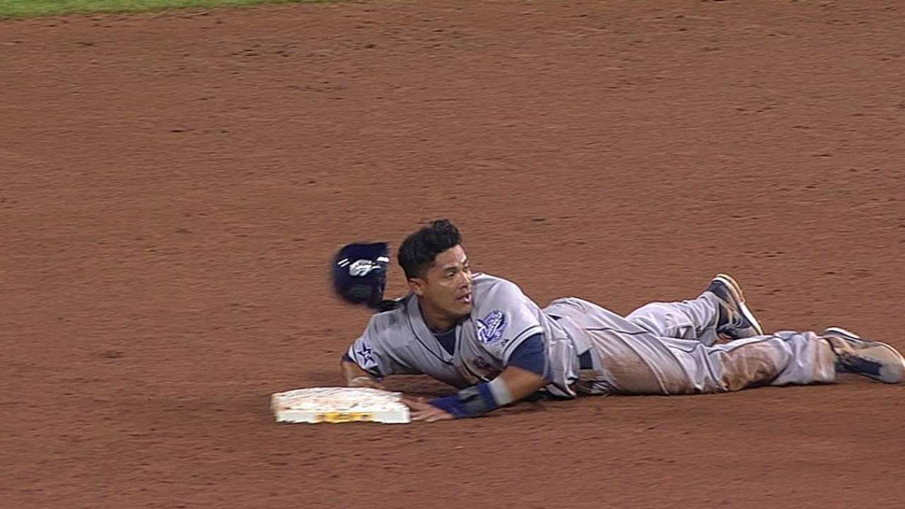 Padres to monitor Cabrera's left hamstring cramp