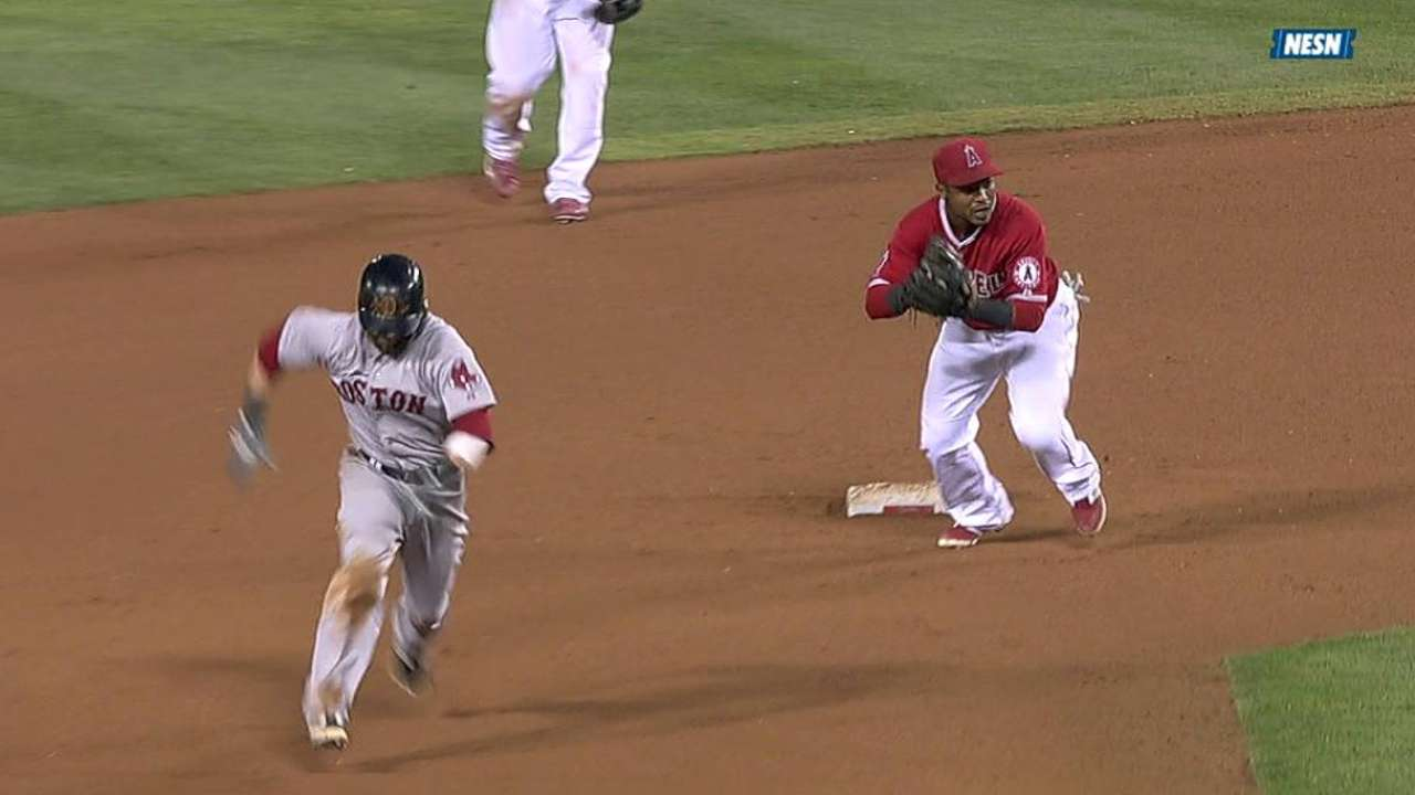 Pedroia's heads-up play nets two stolen bases