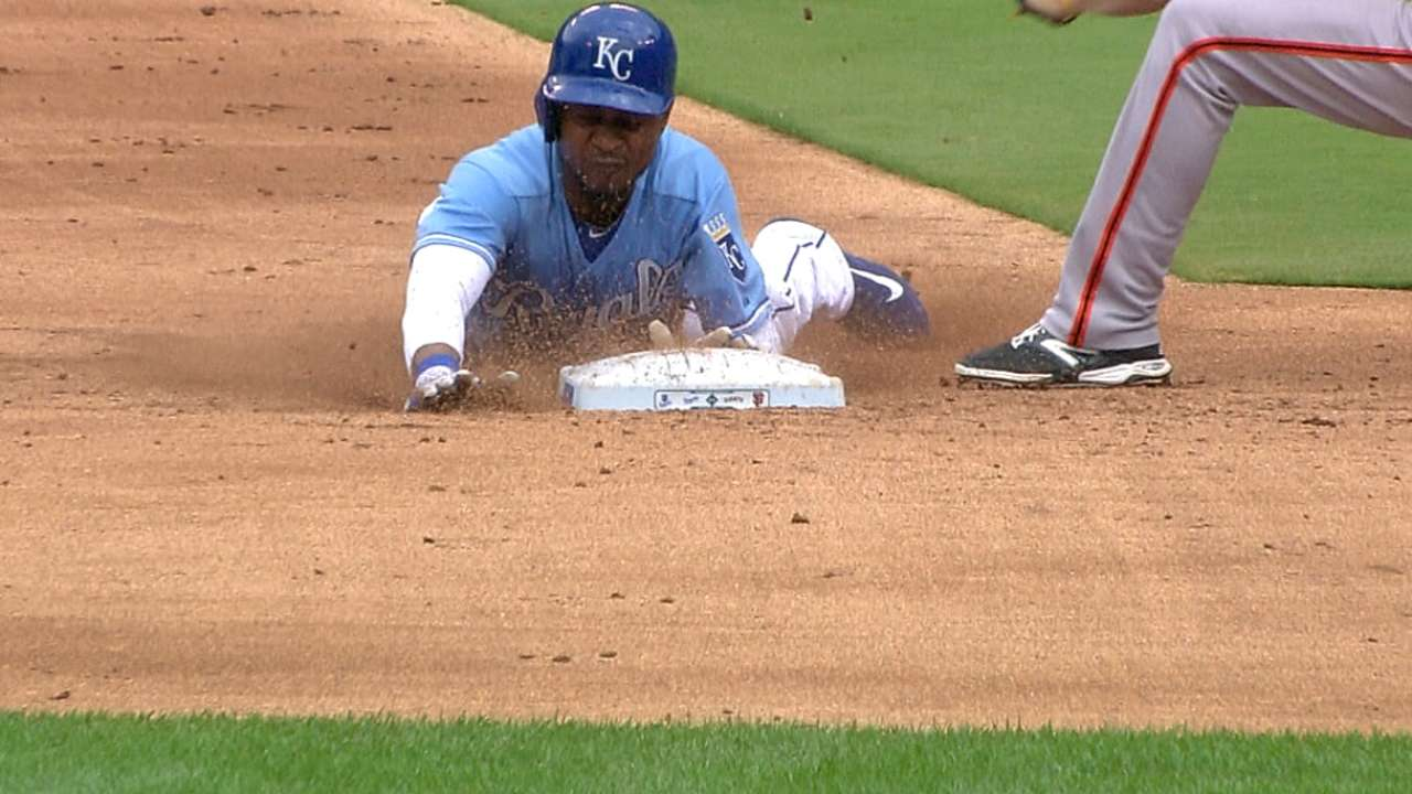 Royals run wild with seven steals vs. Giants