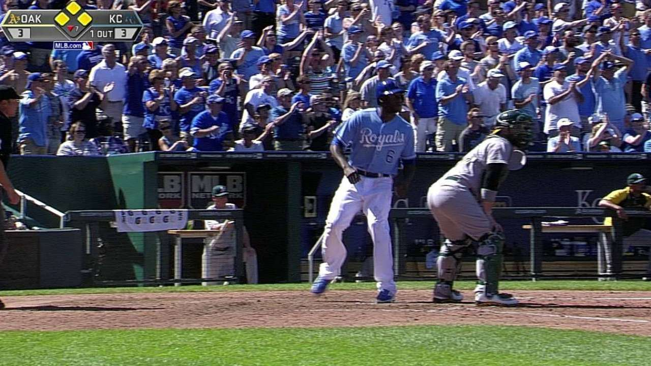 Royals top A's to win seventh straight series