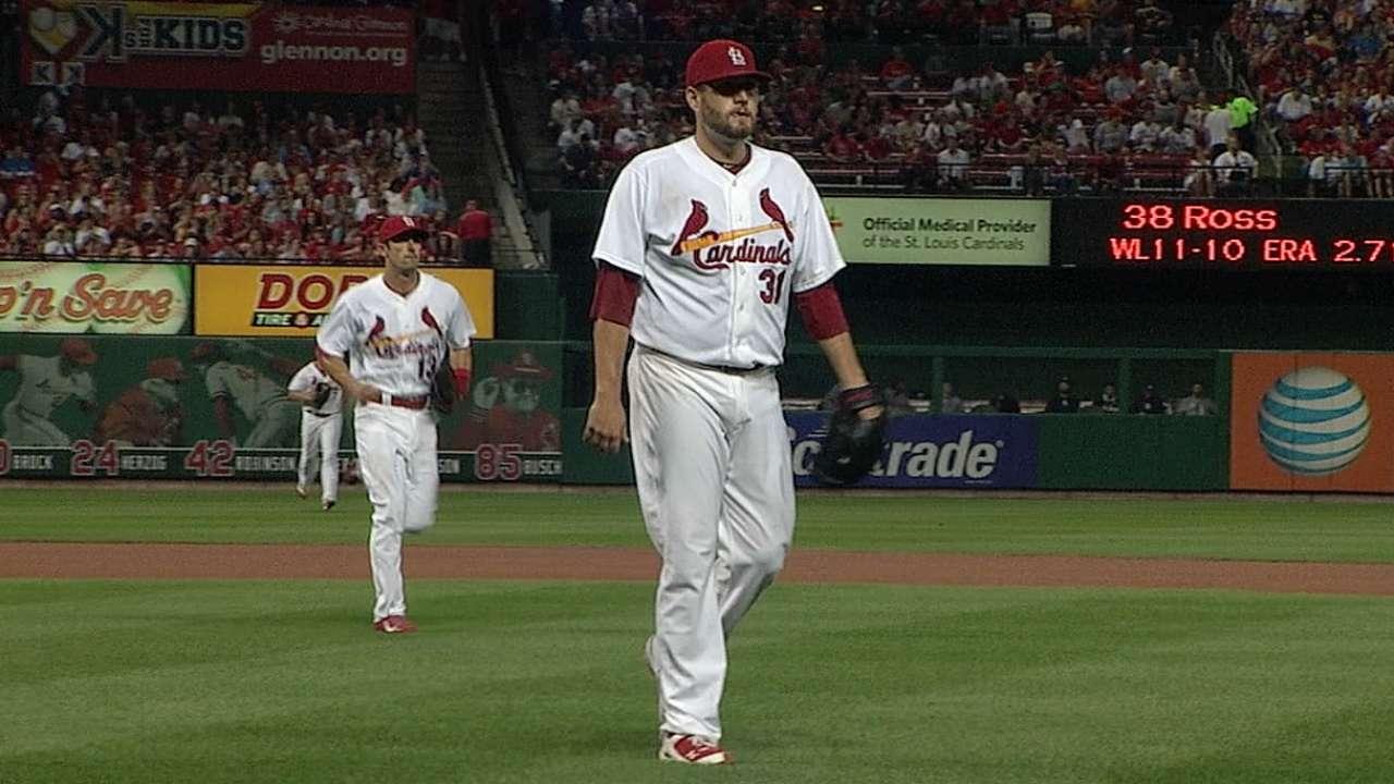 Lynn earns win No. 13 as Cardinals top Padres