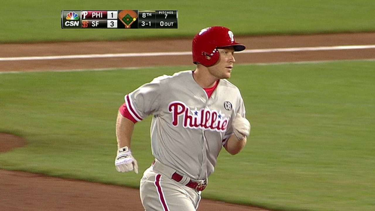 Asche comes up big as Phillies win in 10th