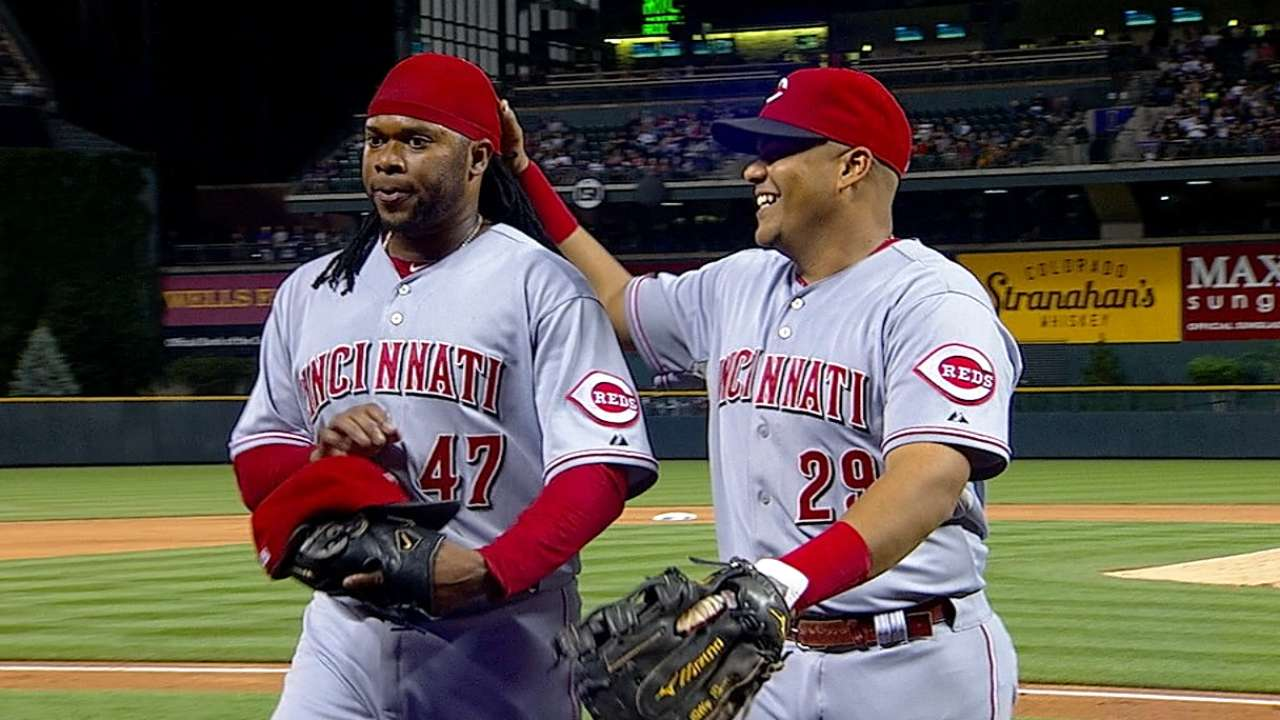 Cueto delivers, becoming MLB's first 15-game winner
