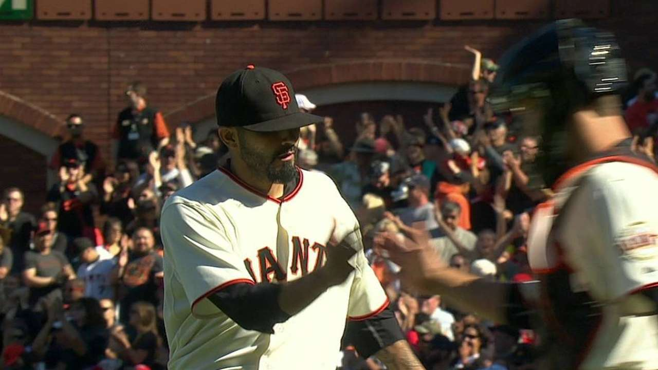 Romo, Casilla to share Giants' closer duties