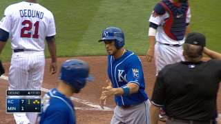 Royals ride seven-run frame to extend Central lead
