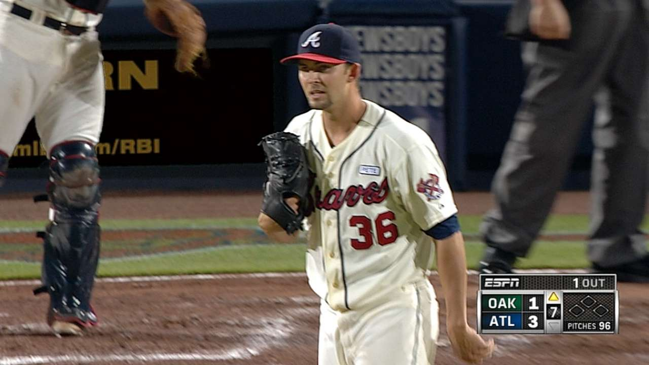 Minor outduels Lester as Braves sweep A's
