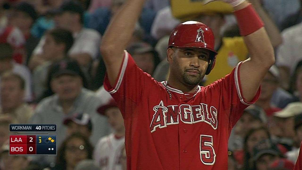 Angels ganan en Boston y se apoderan de la cima