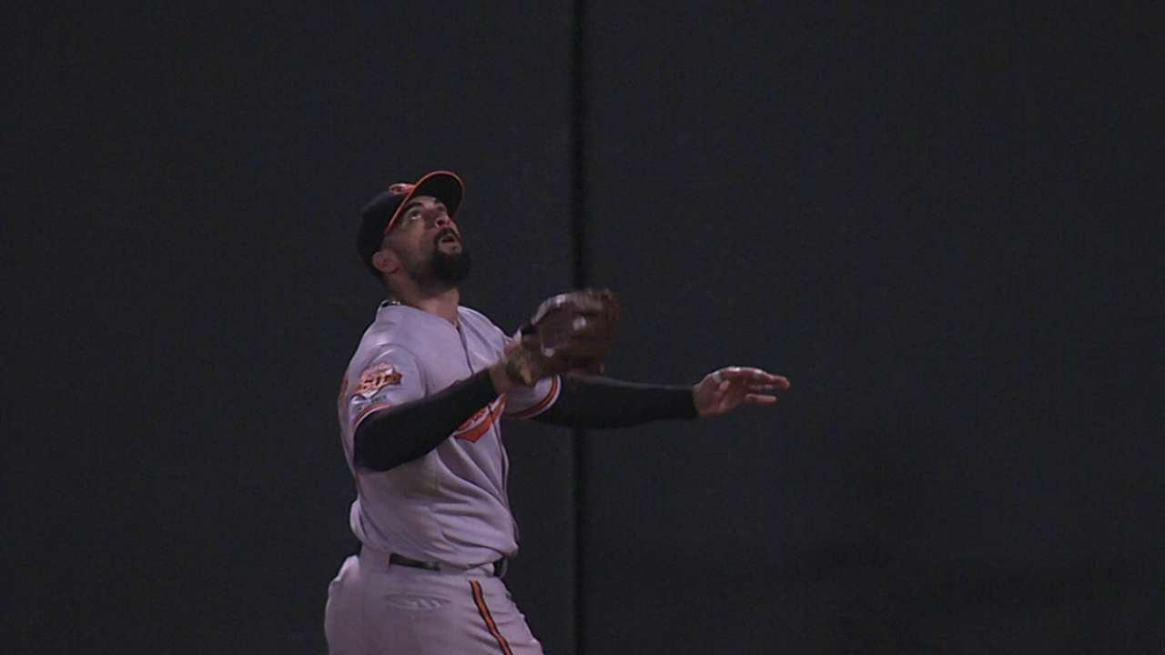 Markakis' jaw-dropping grab saves O's