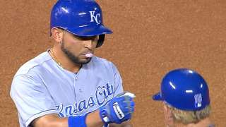 Infante's four hits help Royals keep pace in race