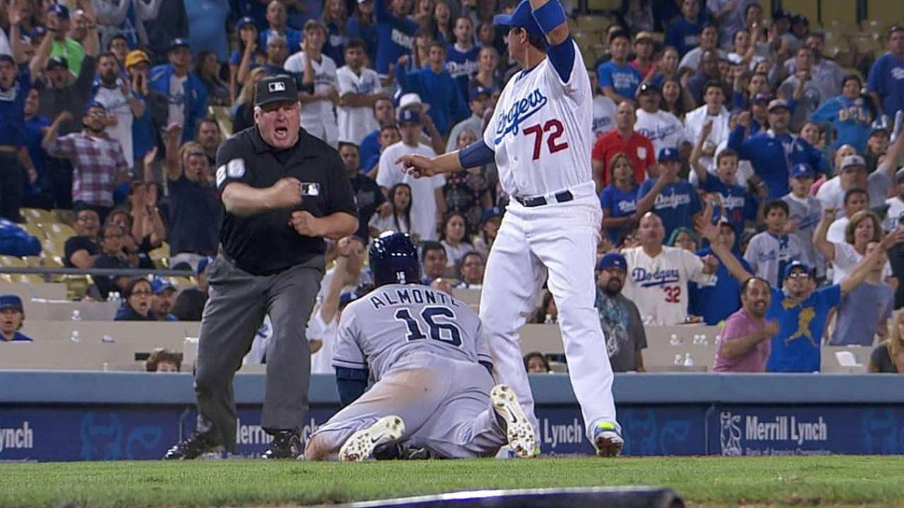 Dodgers cut down runner at third to seal win