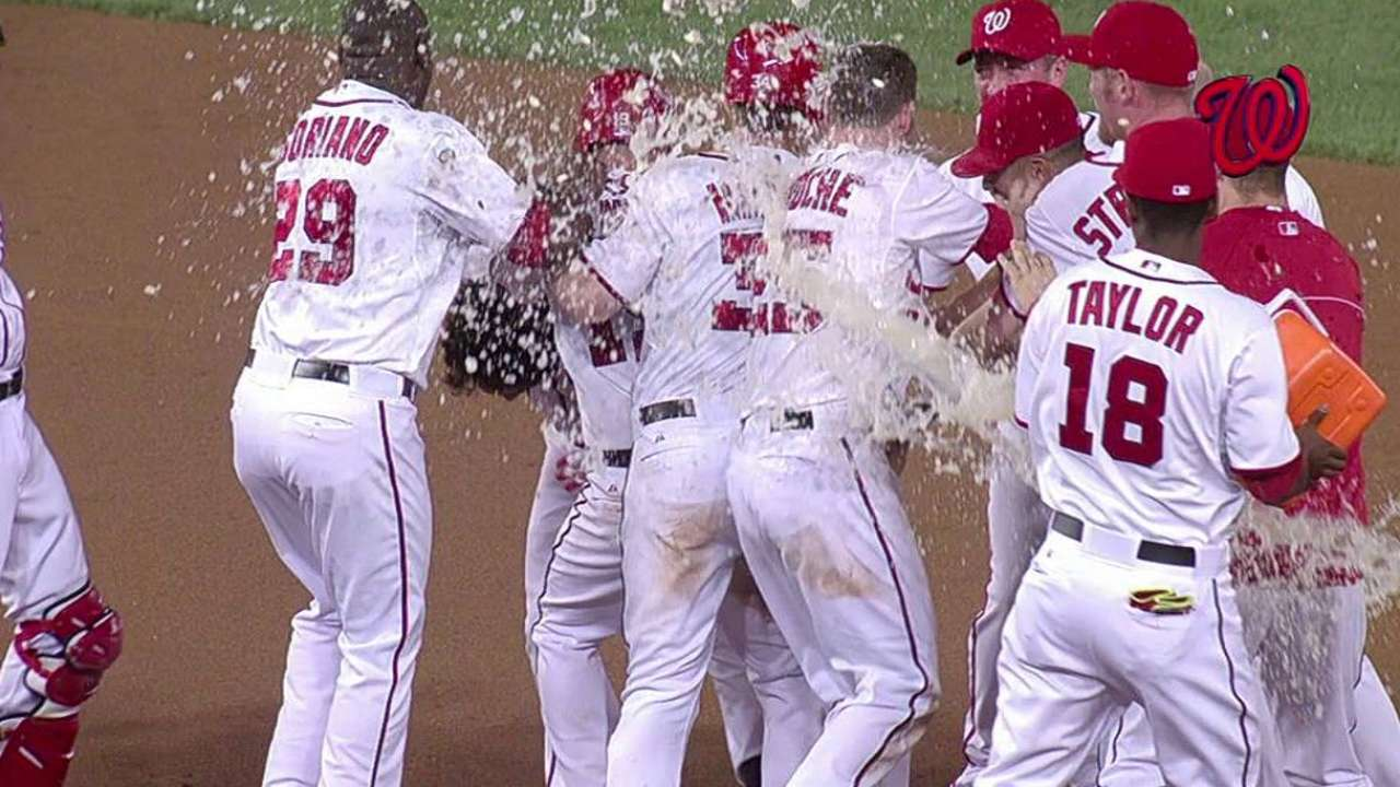 Rendon walks off Nats for ninth straight win