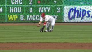 Braves win challenge on catch in outfield