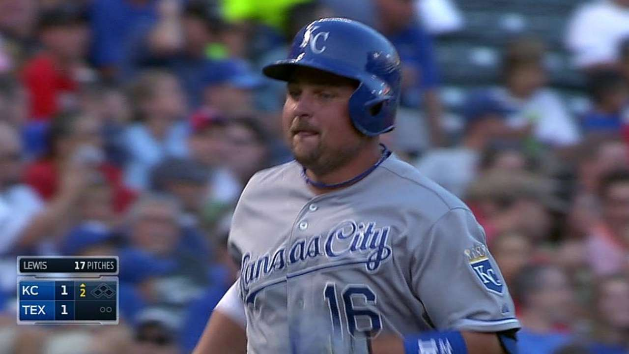 Royals get their sizzle back, up lead in AL Central