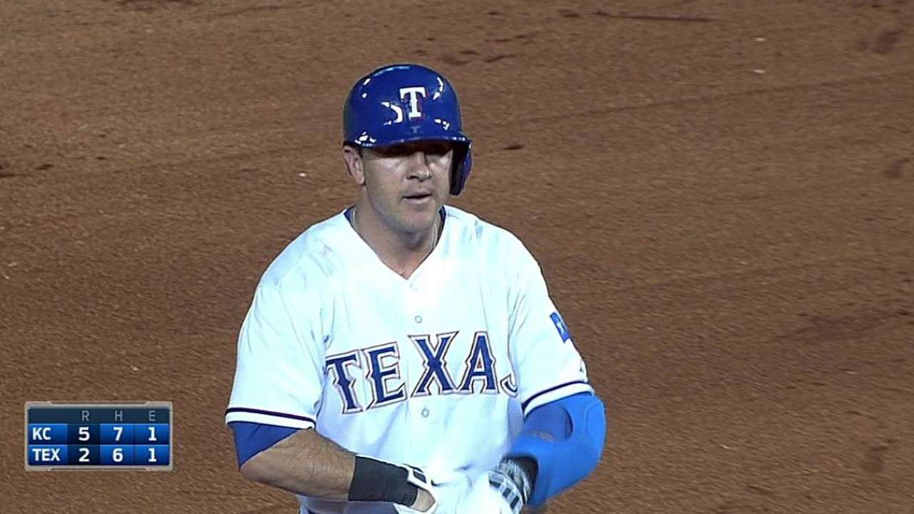 Lewis, Rangers can't hold down first-place Royals