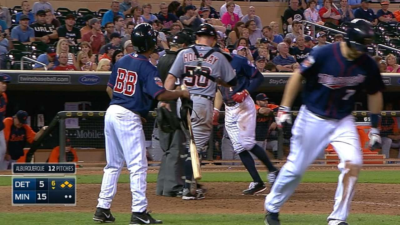 Twins' offense erupts for 20 runs to rout Tigers