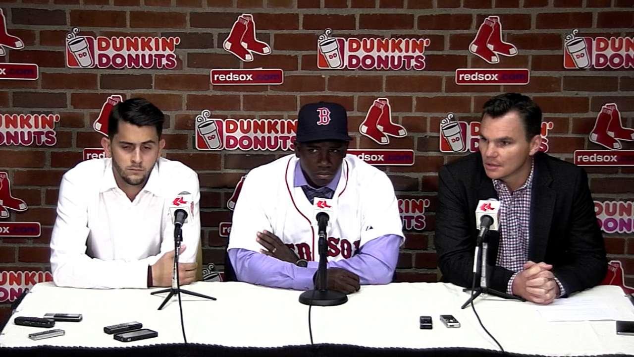 Oficial: Boston firmó al cubano Rusney Castillo