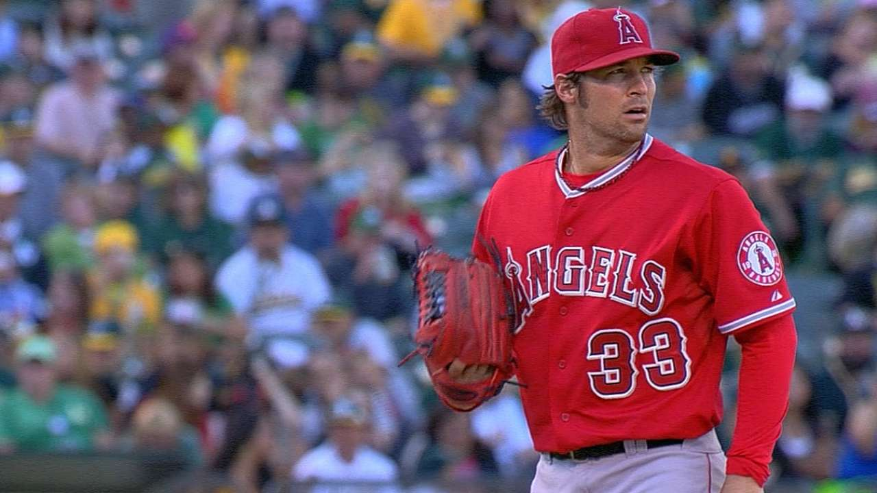 Angels edged late to fall into first-place tie