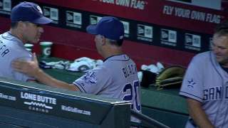 Black earns 600th win as Padres manager