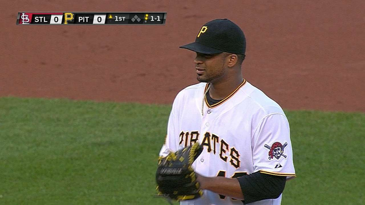 Bucs can't capitalize on Liriano's strong start
