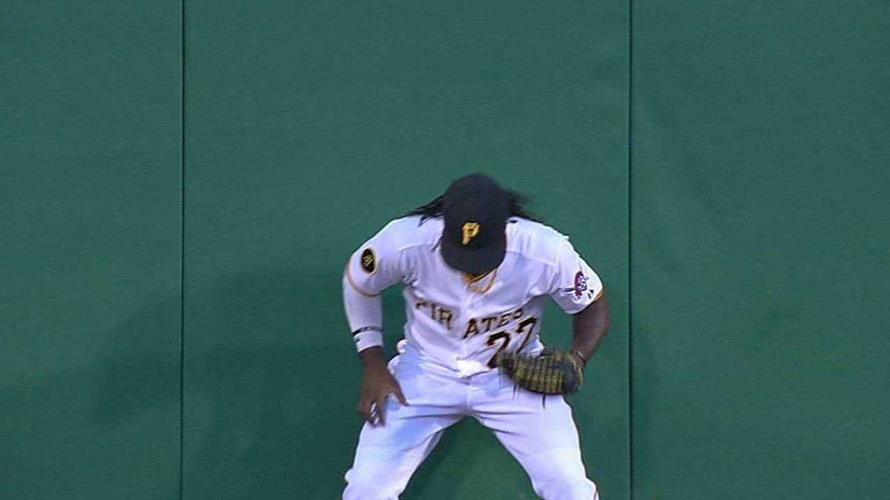 McCutchen OK after exiting; Alvarez sprains foot