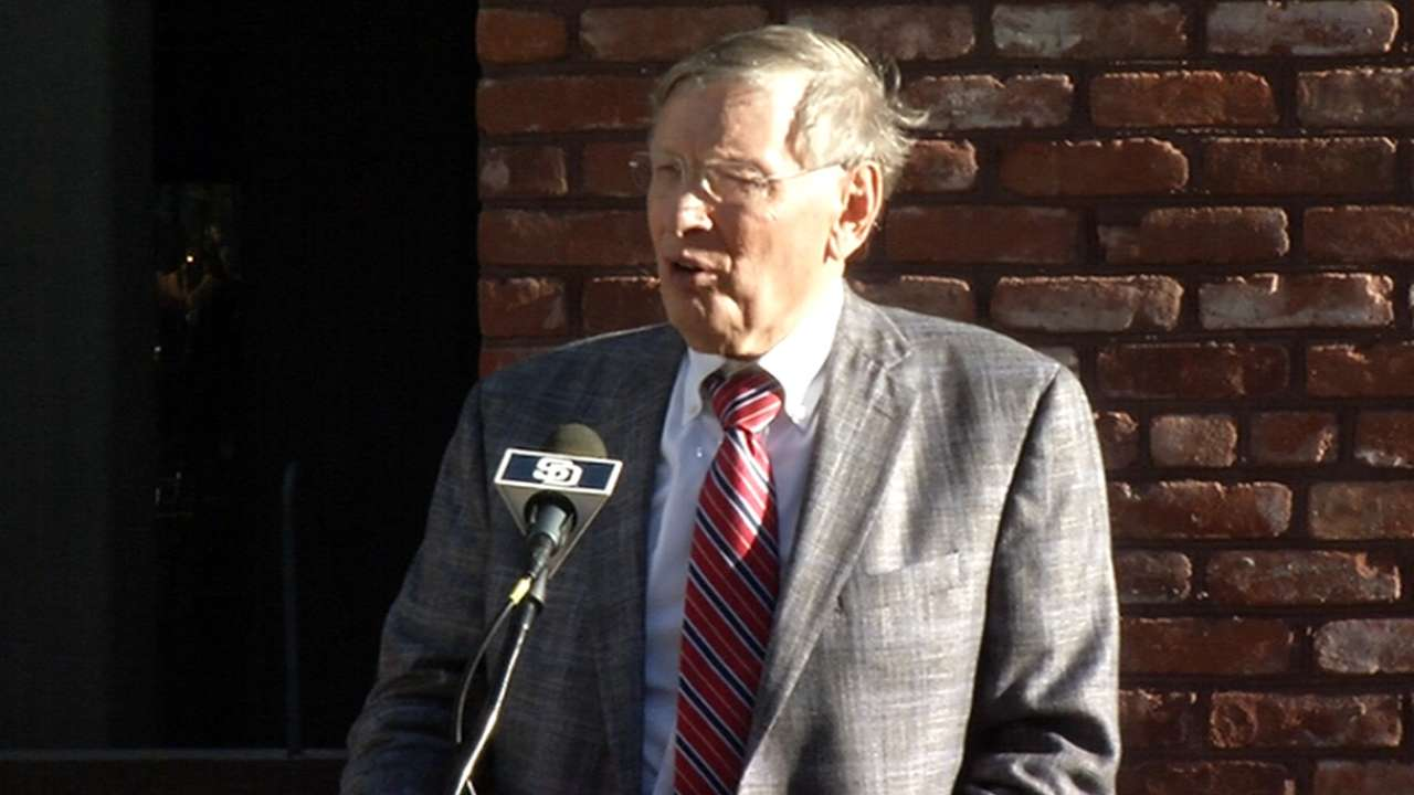 Padres, City of San Diego pay homage to Selig