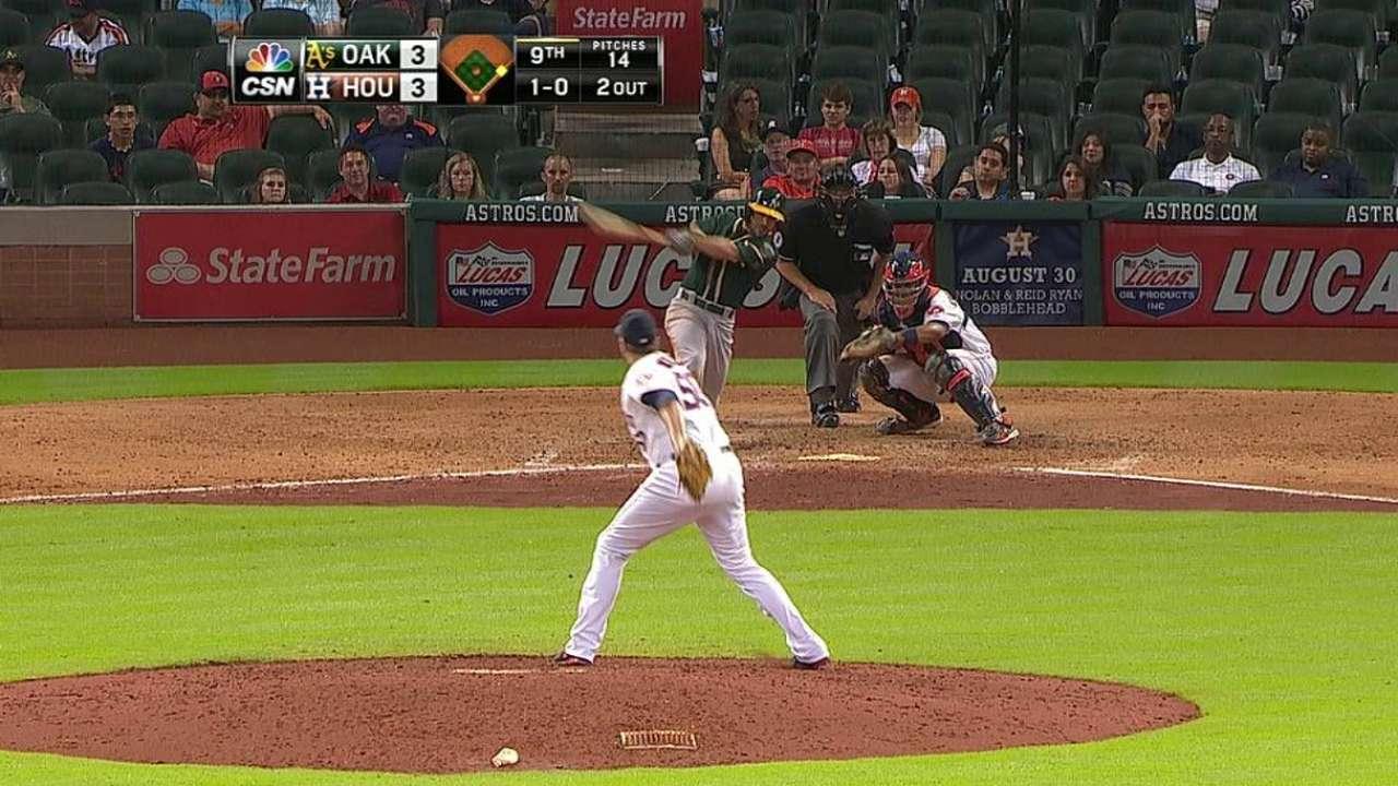 Atléticos despiertan en la novena y vencen a Astros