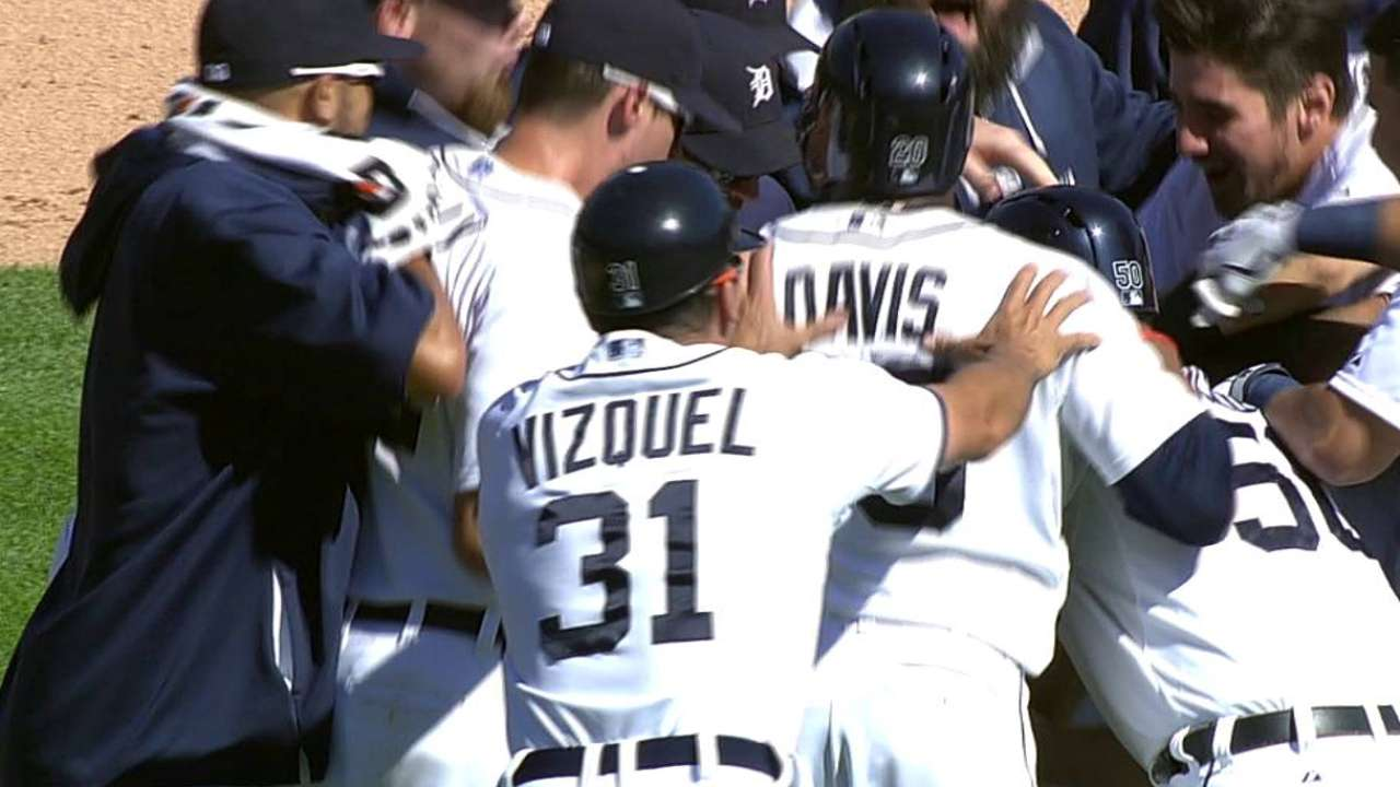 Avila's walk-off hit gives Tigers series win over Yanks
