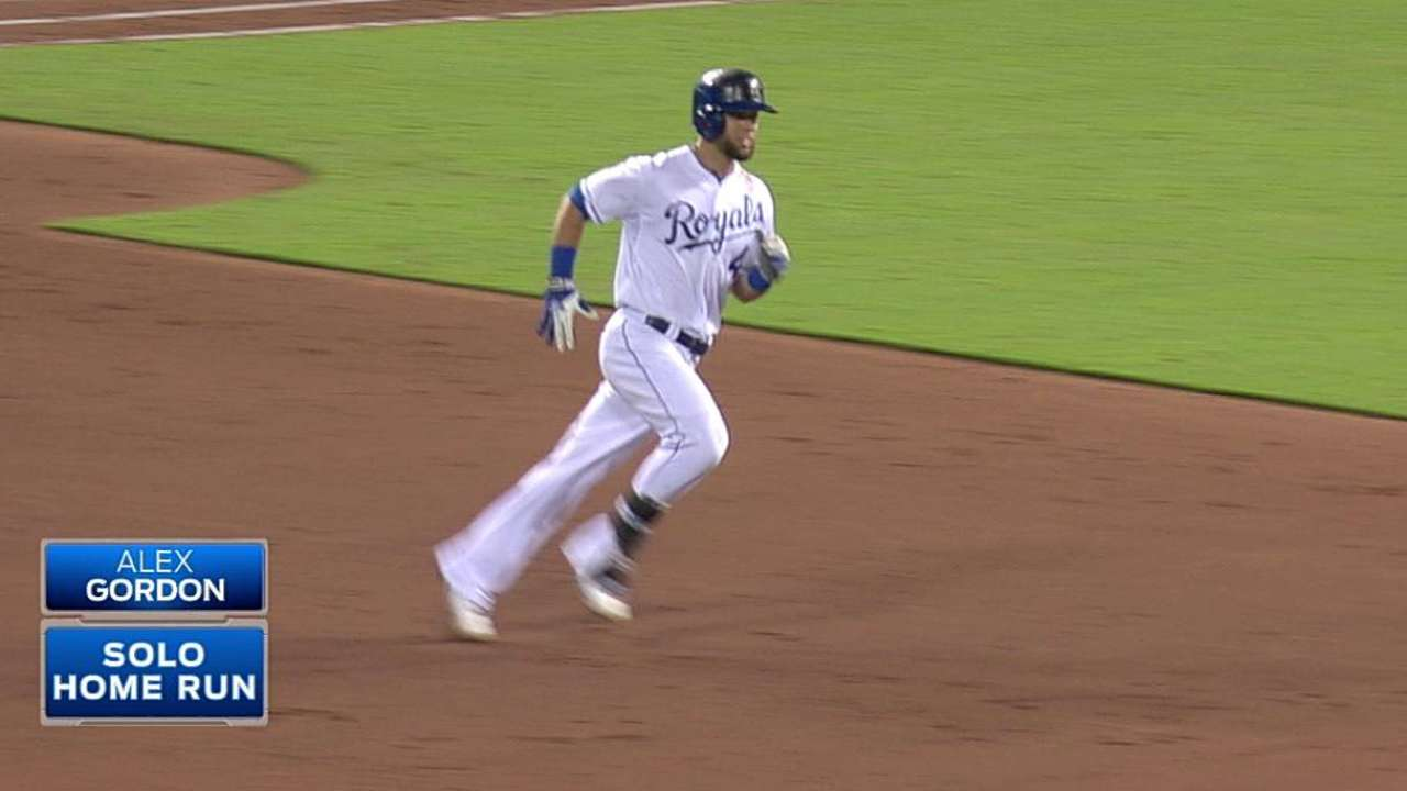Royals' division lead dips with extra-inning loss