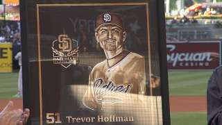 Hoffman inducted into Padres Hall of Fame