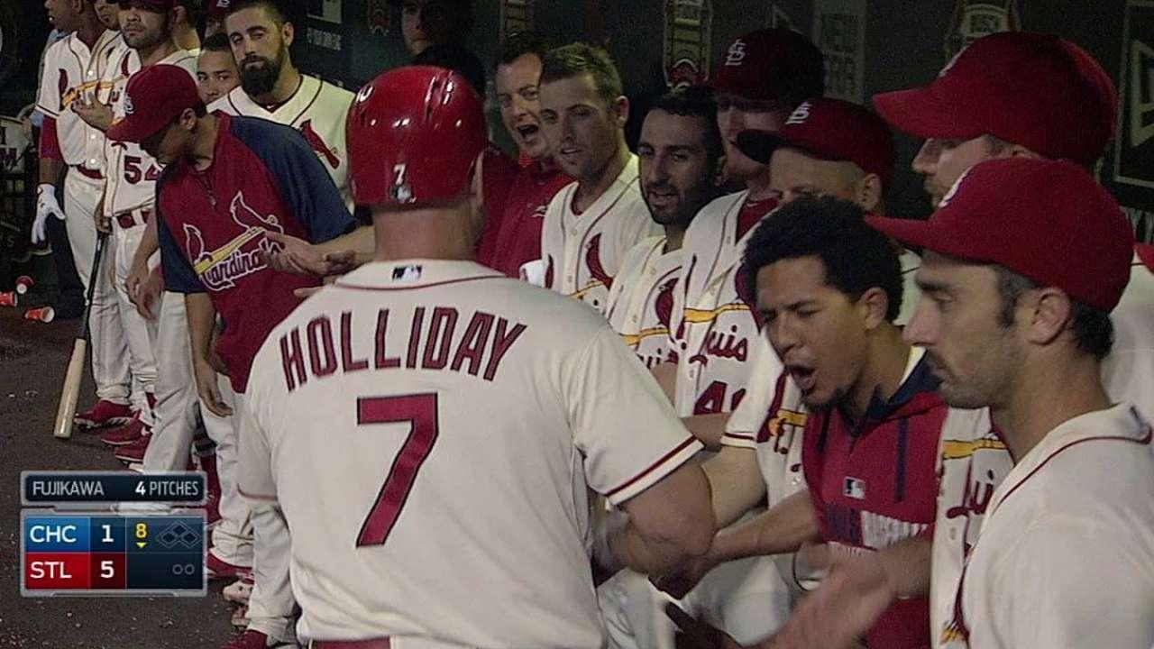 Holliday lideró remonte de San Luis sobre Chicago