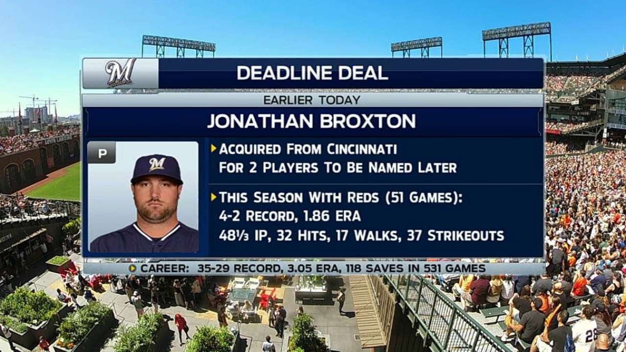 Broxton joins Brewers, adds experience to 'pen