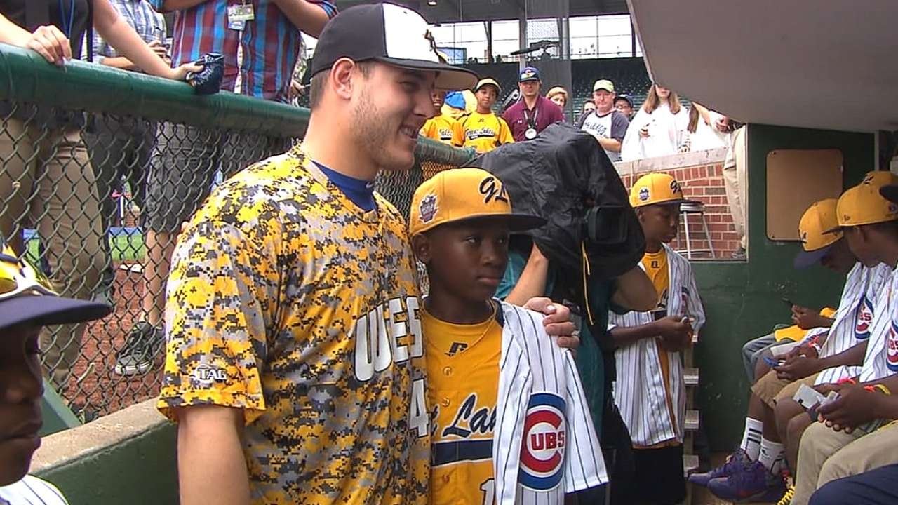 Cubs welcome Jackie Robinson West to Wrigley