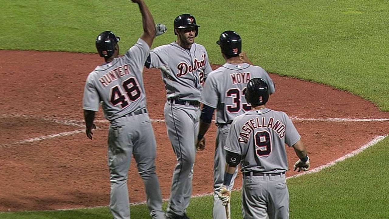J.D.'s late homer keeps Tigers half-game back of KC