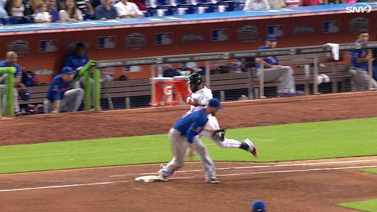 Mets' challenge nets overturn, helps deGrom
